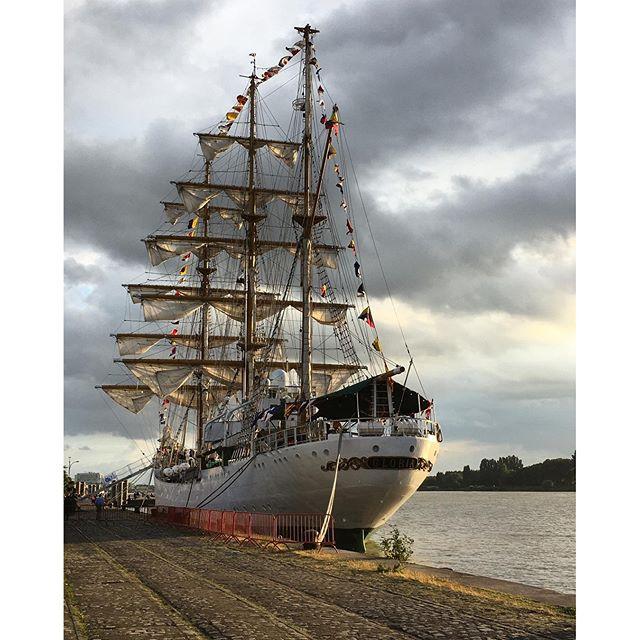 Zeilschip Gloria aan de Scheldekaaien #gloria #antwerp #antwerpen #zeilschip #schelde